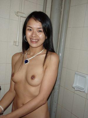 Chinese youngster girlfriends posing